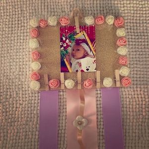 Girl's bow holder. Handmade. Frame style.